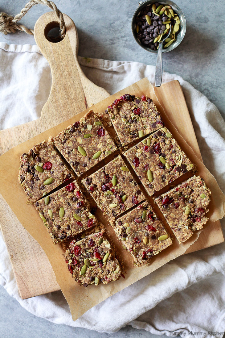 Easy homemade no-bake energy bars made with oats, flax, pumpkin seeds, chocolate chips, and cranberries.