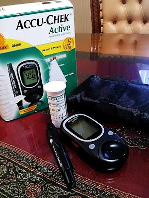 Accu Check Active Alat periksa gula darah praktis