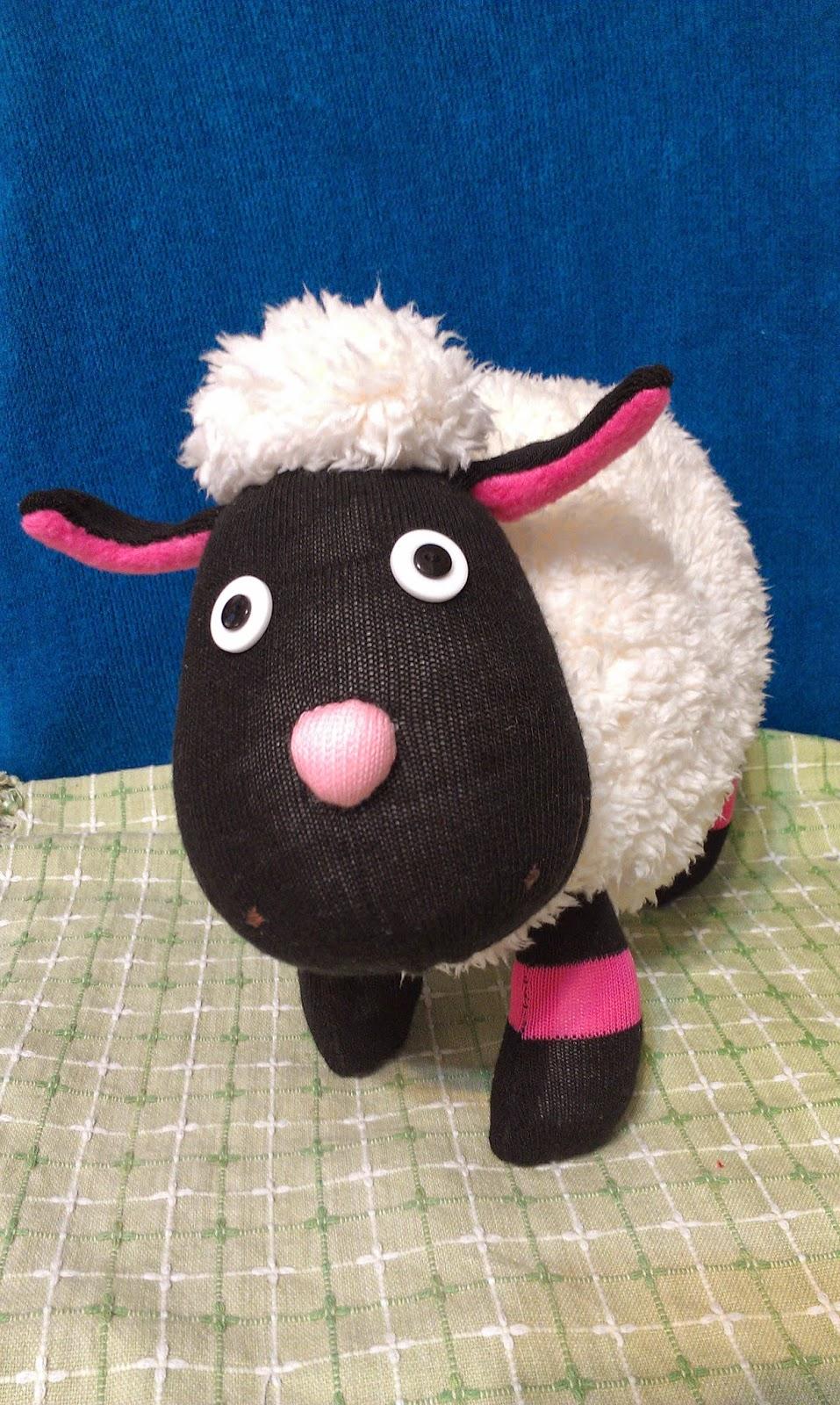 花園一隅: 襪子娃娃---羊咩咩