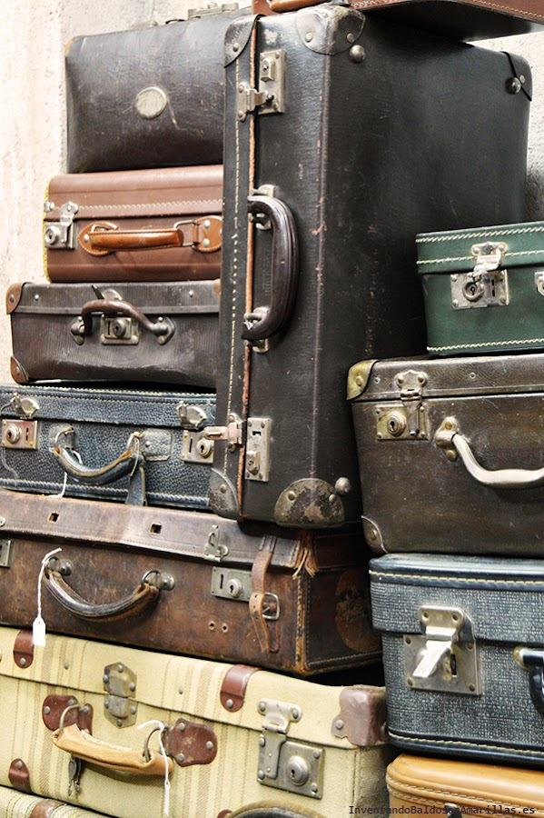 Maletas vintage de distintos colores y tamaños