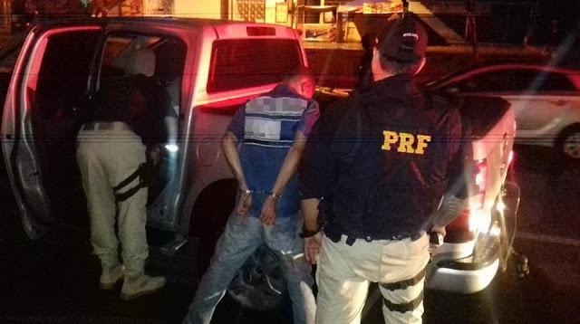 PRF recupera caminhonete roubada e prende dois em Nossa Senhora do Socorro