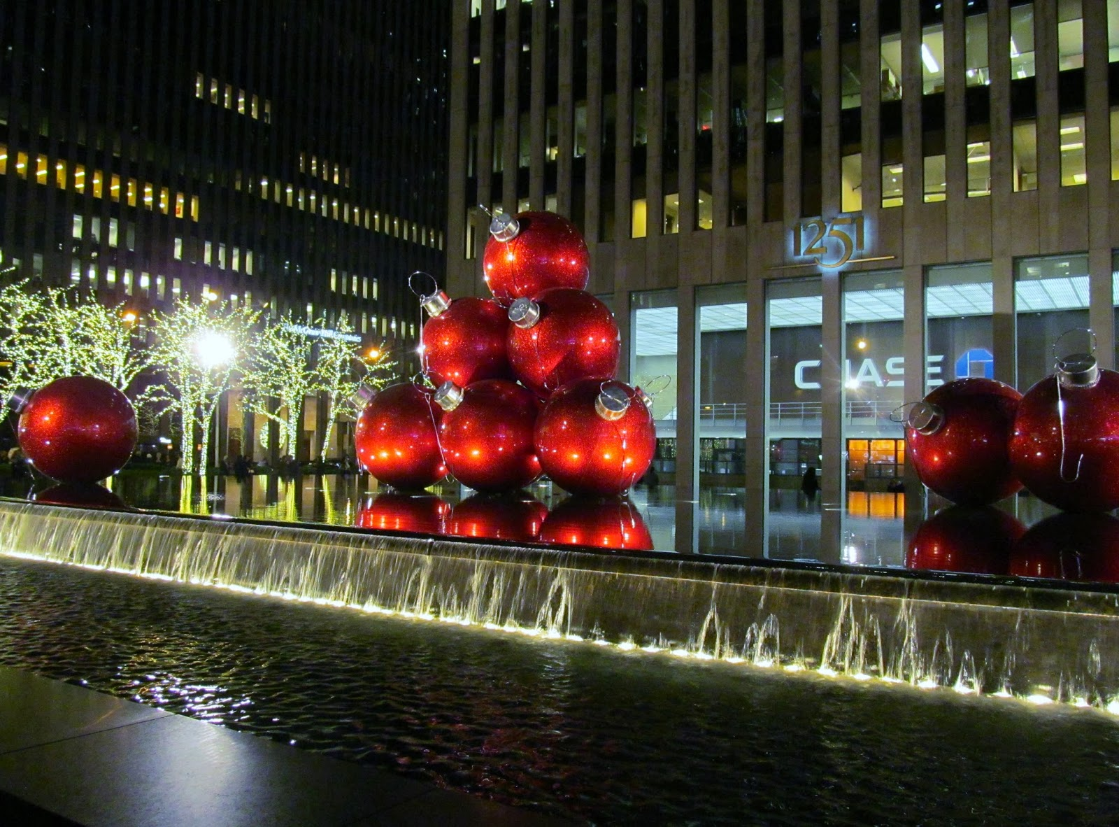 Pink In The City: 6th Avenue New York City Christmas Decor