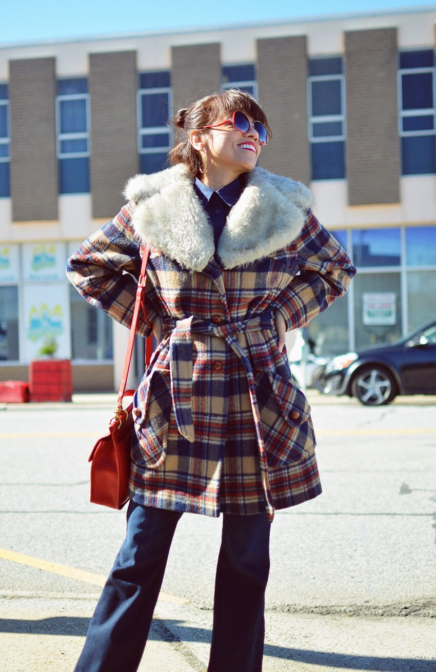 Fur collar coat street style