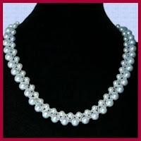 Collar elegante de perlas