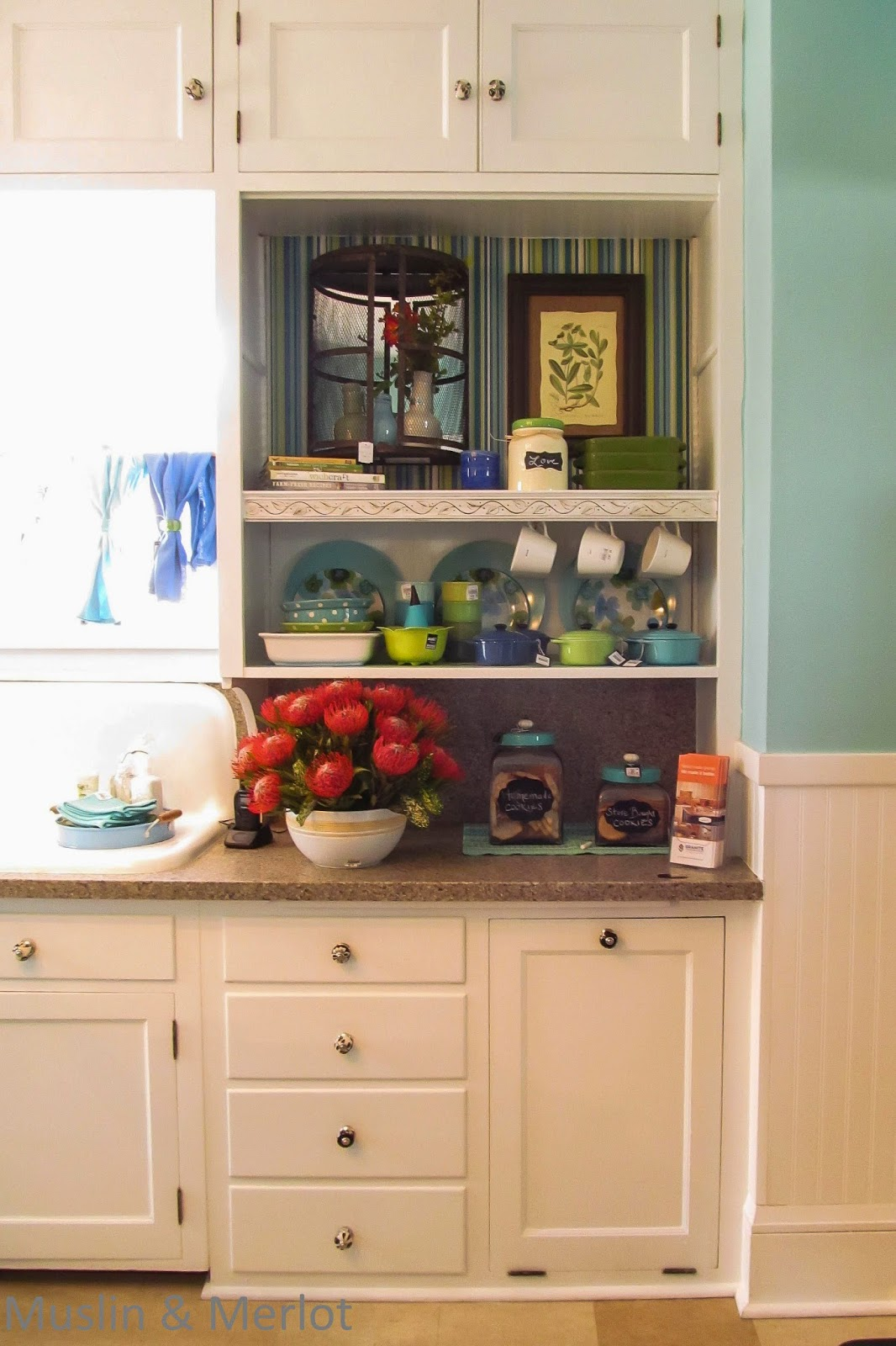 Love the blue and whites! And how neat the kitchen cupboards are. This wouldn't work well at my house . . .