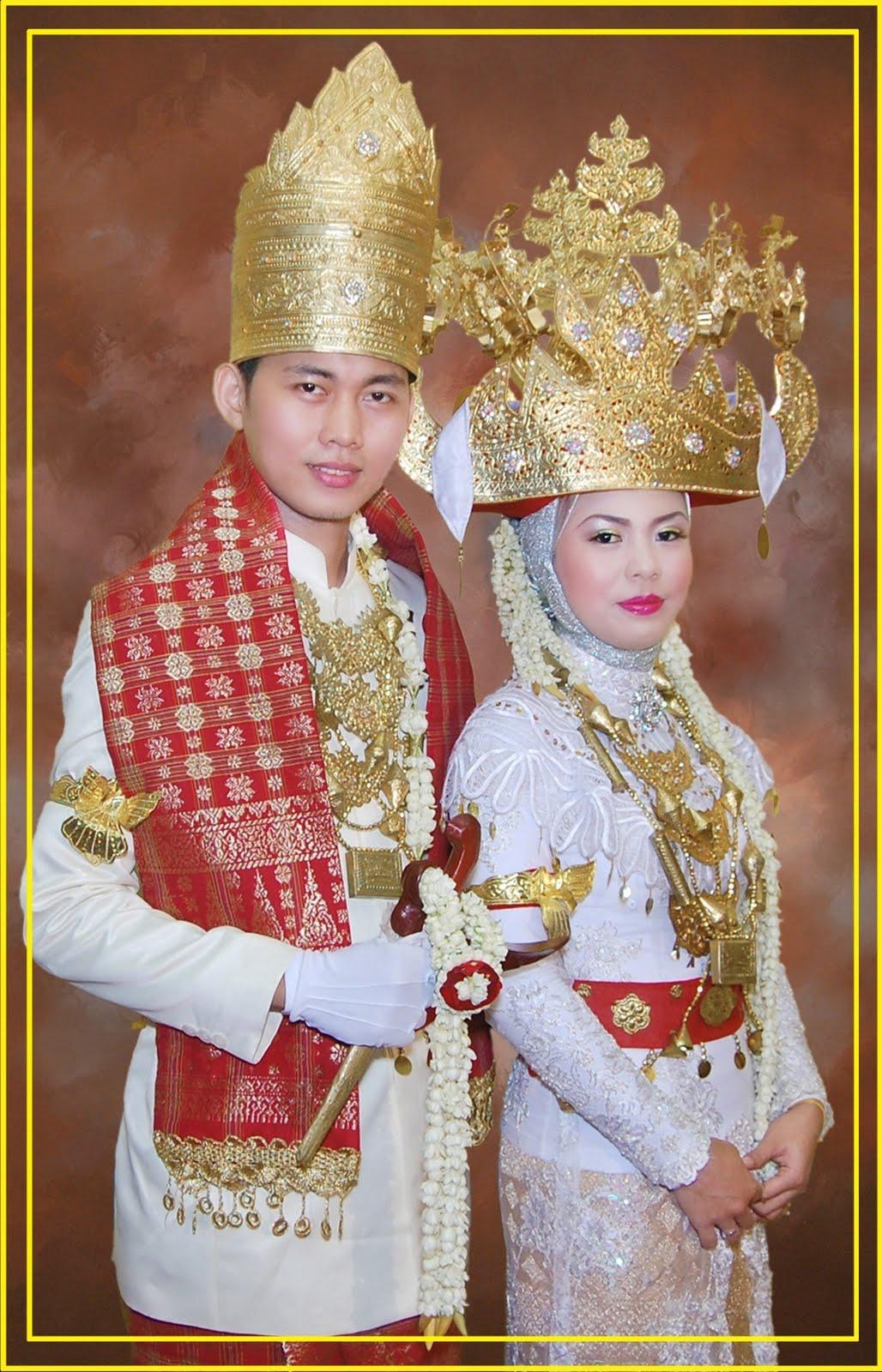 Pakaian Adat Tradisional Lampung | Wonderful Indonesia
