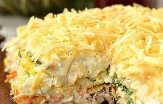 zakusochnyj-tort-iz-vafelnyh-korzhej-s-konservami
