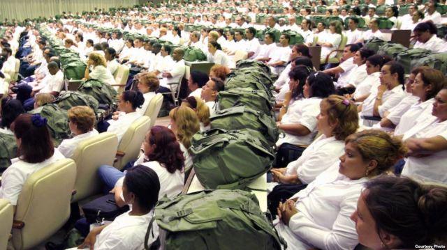 Cuba prepara envío masivo de trabajadores de la salud a Venezuela