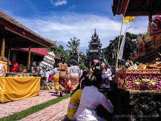 Galungan Holiday Ceremony Atmosphere In The Middle Of Temple Dalem Temple Ringdikit