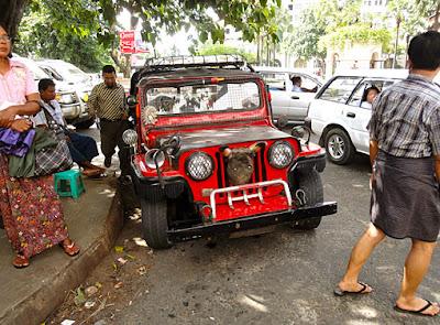 Myanmar street szene in Yangon with jeep
