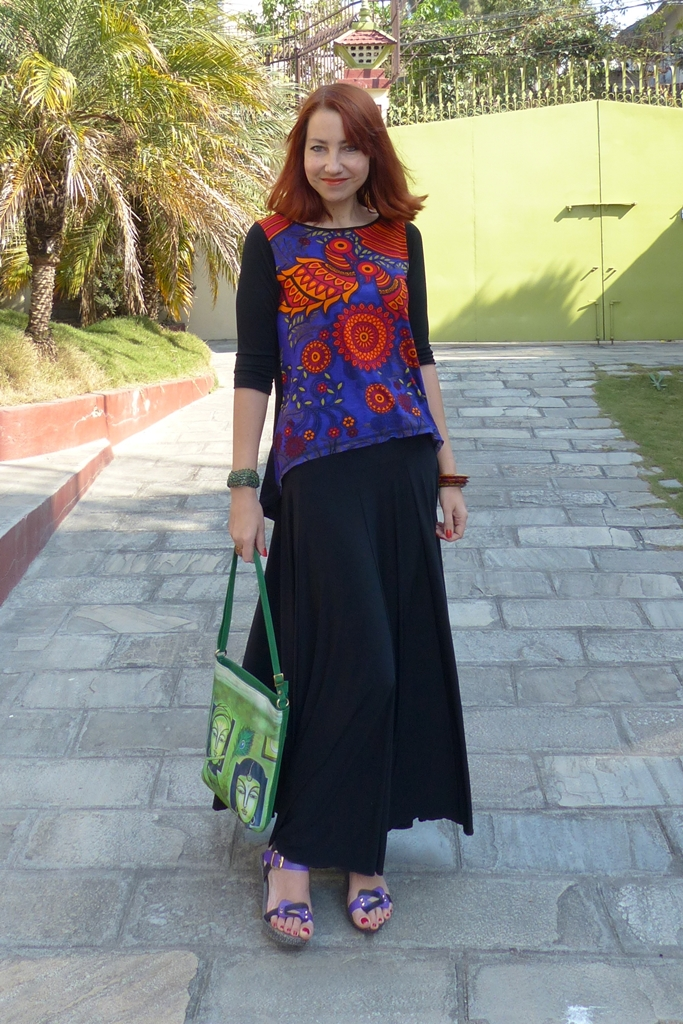 Magical birds printed top and black maxi skirt