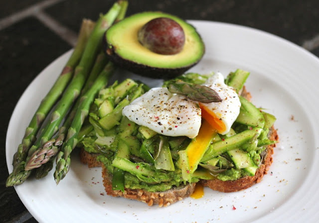 healthy breakfast sides with delicious vegetables, smashed avocado toast and vegetables, vegetable breakfast tacos,