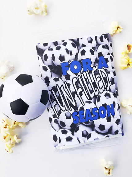 Excite your soccer team with a fun free printable for microwave popcorn.  You can print and wrap this soccer printable around the popcorn and give to each player before the start of the season or your first soccer game.  Great idea for Team Moms or Cheer teams.