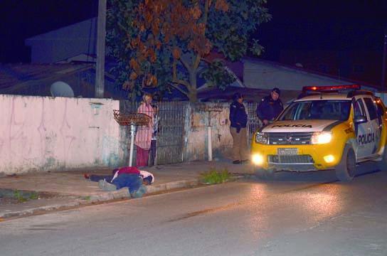 Jovem é morto com 5 tiros no Guaraituba