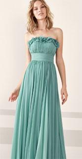 vestido largo de gasa con escote bañera y falda evase para coctel 2019