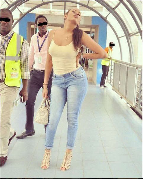 Caption this scene of a lady posing for photo at Lagos Airport