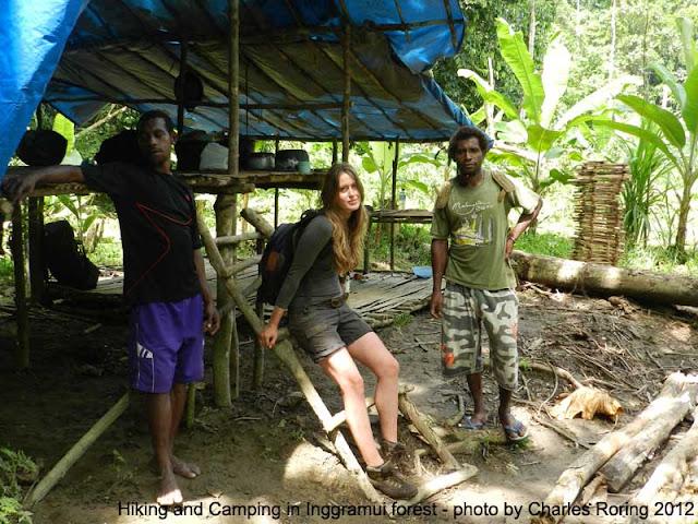 Bersama Wisatawan Eropa tur keliling hutan hujan tropis Papua Barat