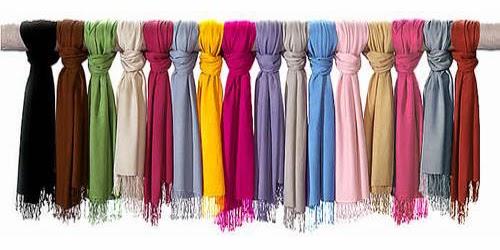 memilih warna jilbab yang cocok dengan warna kulit atau pakaian