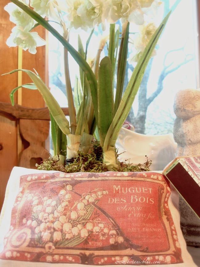 french lapin bunny tablesetting muguet des bois lavender sachet