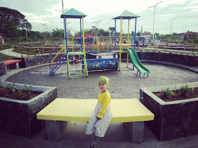 tempat permainan di taman kota purwodadi