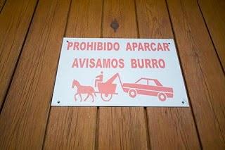 Prohibido aparcar, avisamos burro, Beceite, Beseit