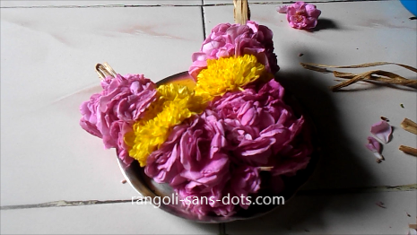 Rose-flower-garland-making-1ai.jpg