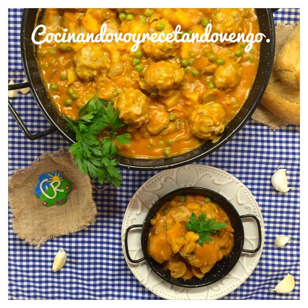 Albóndigas en salsa de la abuela con vino dulces | Cocina