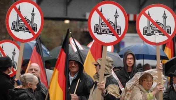 Resultado de imagen de La violencia crece en Alemania por culpa de los fascistas, no de los inmigrantes