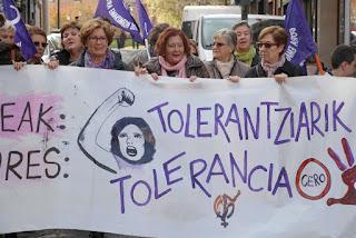 Cientos de personas marchan contra la violencia machista