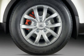 2017 Mahindra XUV500 Sportz Limited Edition front tyre