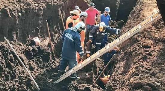Manoel Ribas: Trabalhador cai e fica preso em buraco