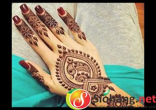 henna cantik di tangan