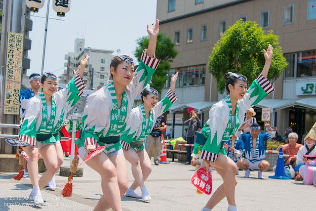 葵新連、白ハッピ(女性による男踊り)の写真 2枚目