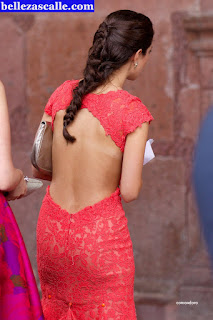 hermosa-modelo-vestido-entallado
