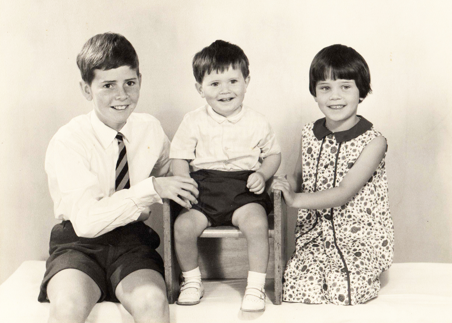 Is This Mutton blogger Gail Hanlon with brothers Andrew and Robert as children
