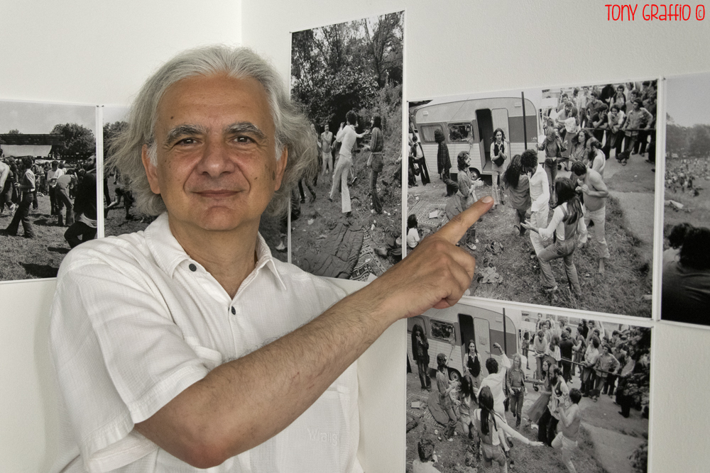 Matteo Guarnaccia alla mostra fotografica sul Festival di Re Nudo a  Parco Lambro