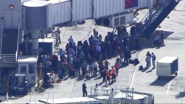 """Um tiroteio no aeroporto de Fort Lauderdale, na Flórida, matou """"várias pessoas"""", de acordo com autoridades locais"""