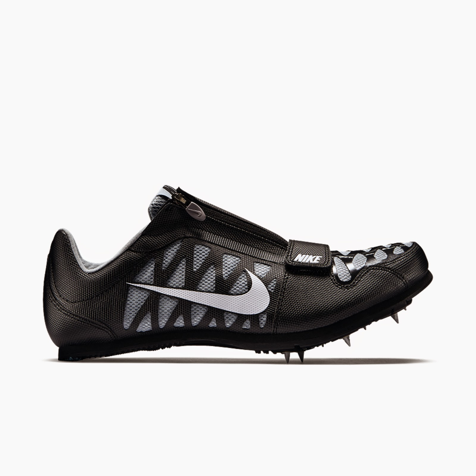 864638ab0adcd Featuring lightweight cushioning and seven spikes for powerful traction.  The synthetic leather upper uses a seamless construction for a great fit