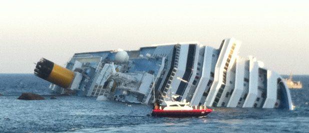 Encalló crucero en Italia