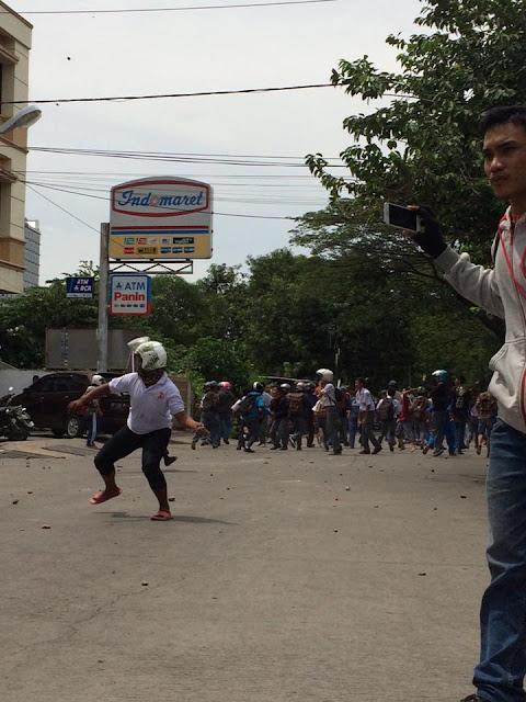 Terjadi Tawuran Antar Pelajar SMK 1 VS SMK 3 Makassar Di Jalan Landak Baru