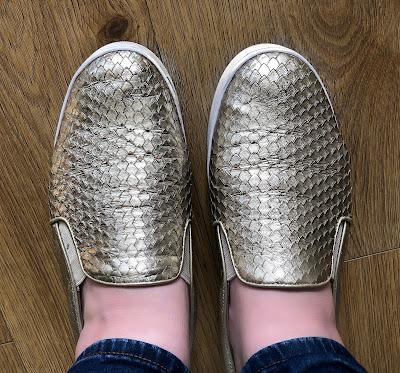 shoes, slip on, comfy shoes, fashion, footwear, vionic, splendid midi, gold shoes,