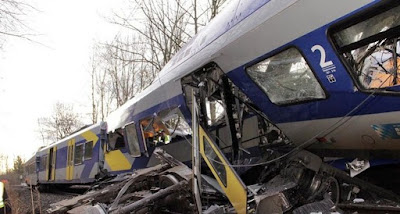 5 Kecelakaan Fatal Akibat Main Ponsel