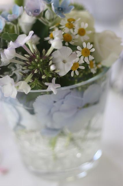 Center pieces Wasserfarben-Hochzeit am See, Graugrün, Mint, Aqua, Blau, Grün, Riessersee Hotel Garmisch-Partenkirchen, Bayern, Lake side summer wedding Aqua, Green, Blue, grey colour scheme