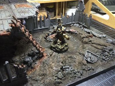 Inquisitor Russ stalks a ruin painted by Dave Mary