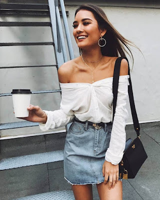 blusa blanca con hombros descubiertos casual