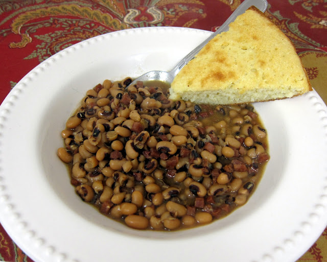 Black Eye Peas and Ham {Slow Cooker} - only 5 ingredients - no need to presoak the beans - just dump everything in the slow cooker and let it cook all day! Eat on New Year's Day for good luck in the new year.