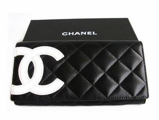 a89e4456dca4b2 This authentic Chanel Round Zippy Long Wallet is beautiful! Featuring  signature quilted lambskin leather in black color with zip closure. Eight credit  card ...