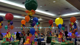 Elmo theme centerpiece with balloons