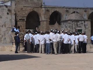 اسرائيل تقتحم المسجد الاقصي ضاربه بقرارات اليونيسكو عرض الحائط