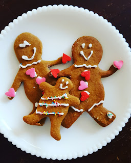 gingerbread men cookies with frosting